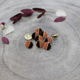 Wink Buttons Black - Chestnut